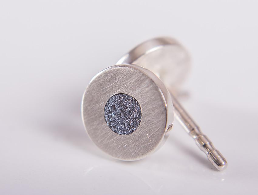 Ohrstecker mit einem Diamond aus Osmium.